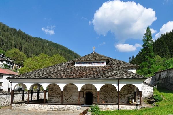 храмът 2 -широка лъка
